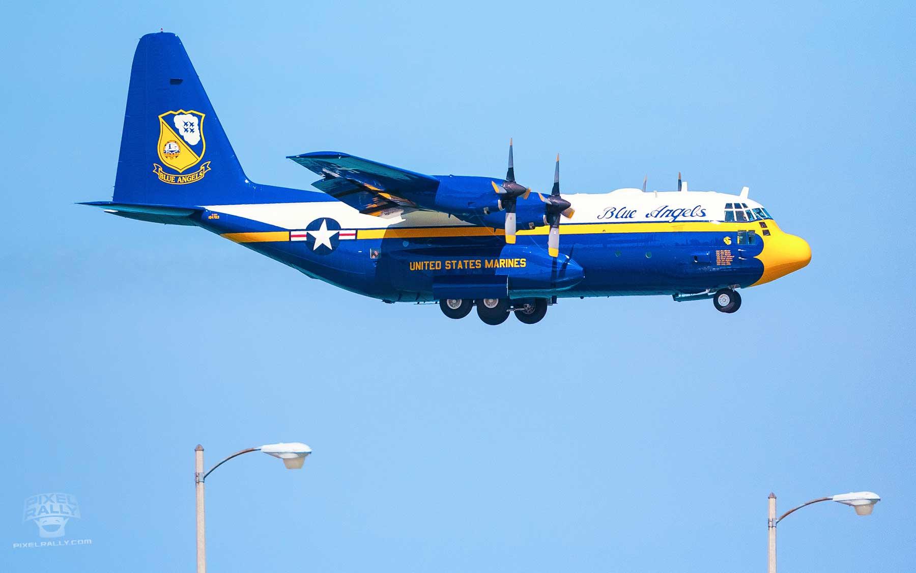 Blue-Angels-01-jumbo-jet