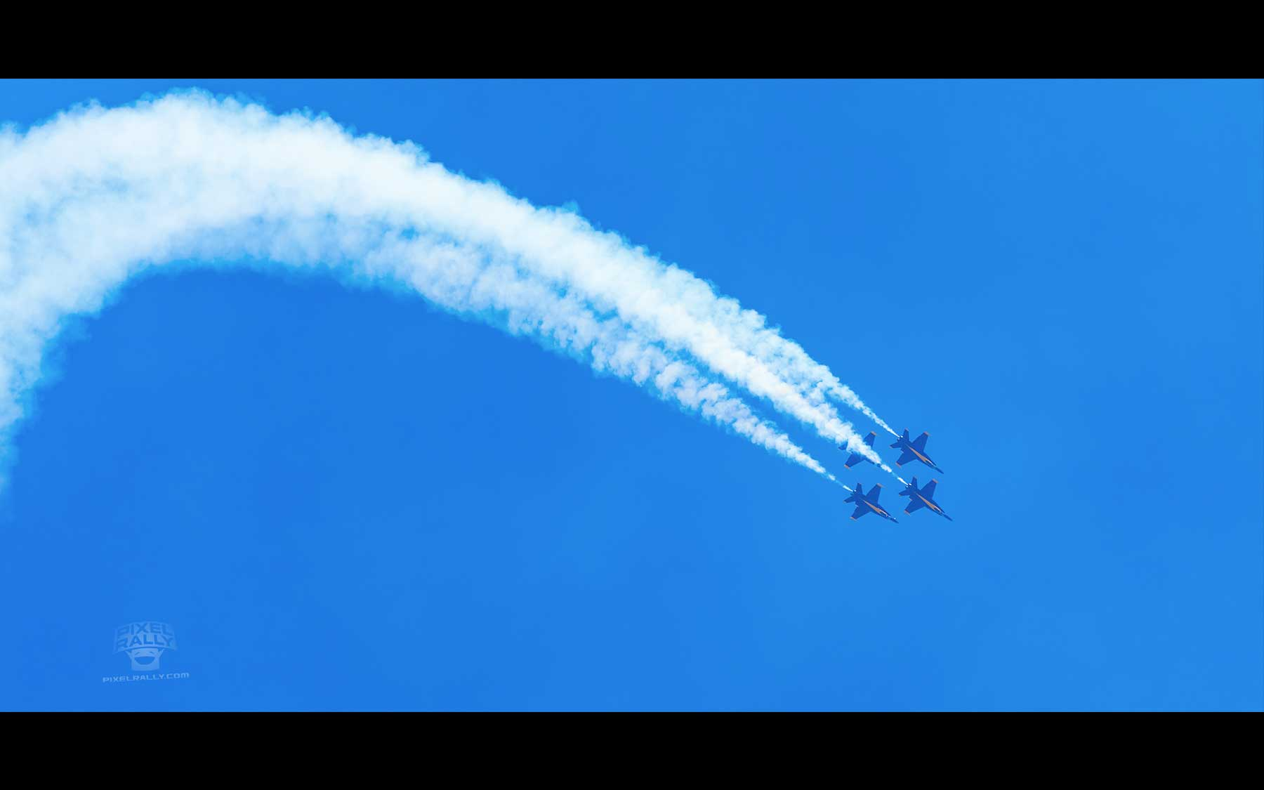 Blue-Angels-19-four-smokin-drop