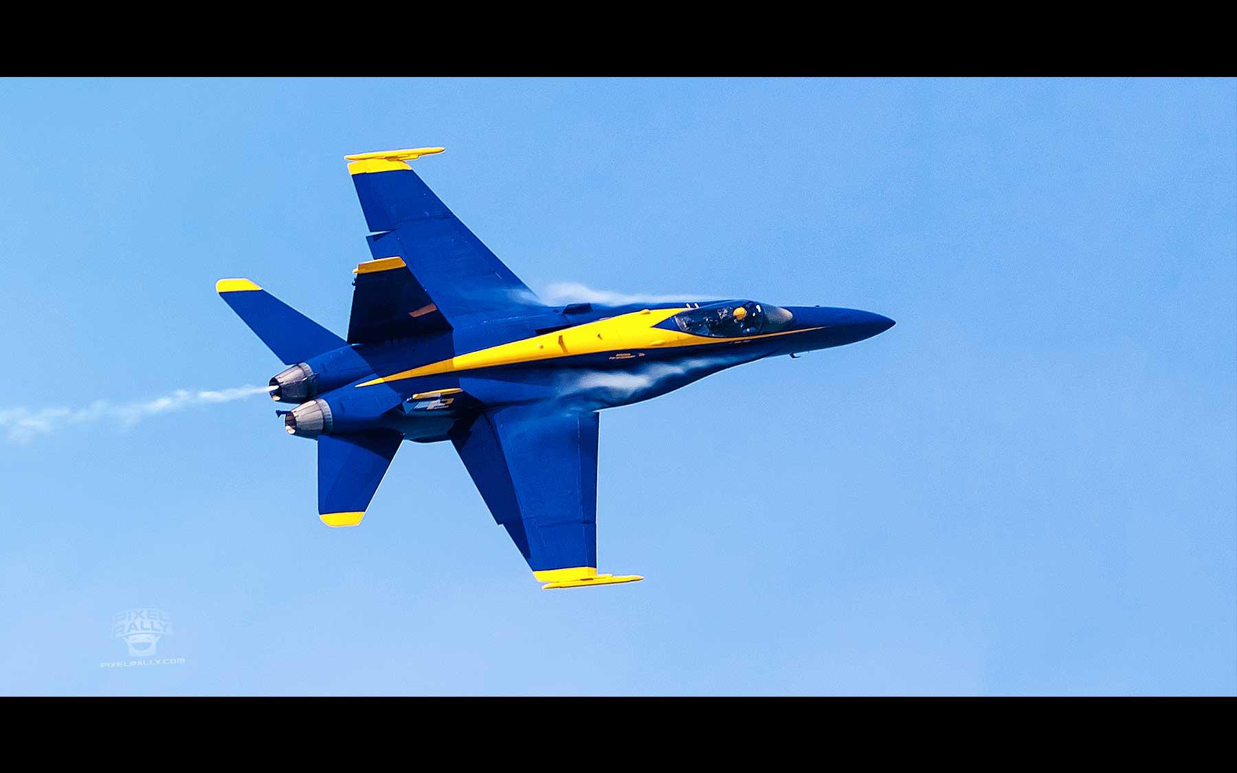 Blue-Angels-21-solo-vapor