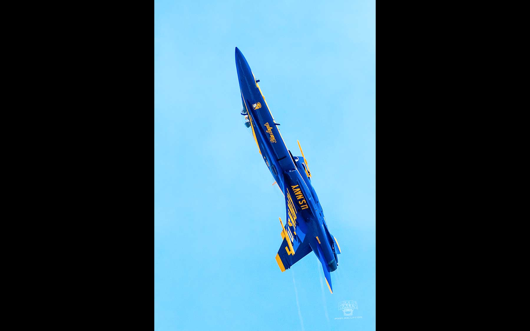 Blue-Angels-24-solo-steep