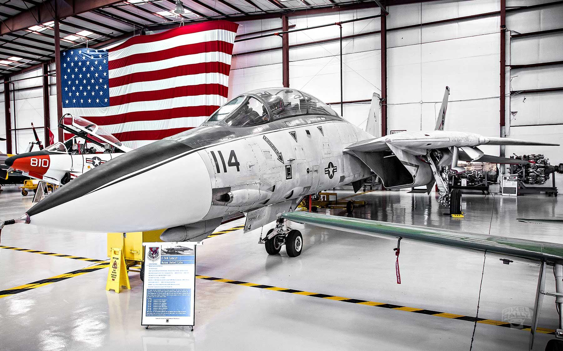 FL-WarbirdsMuseum-F14A-tomcat-angle