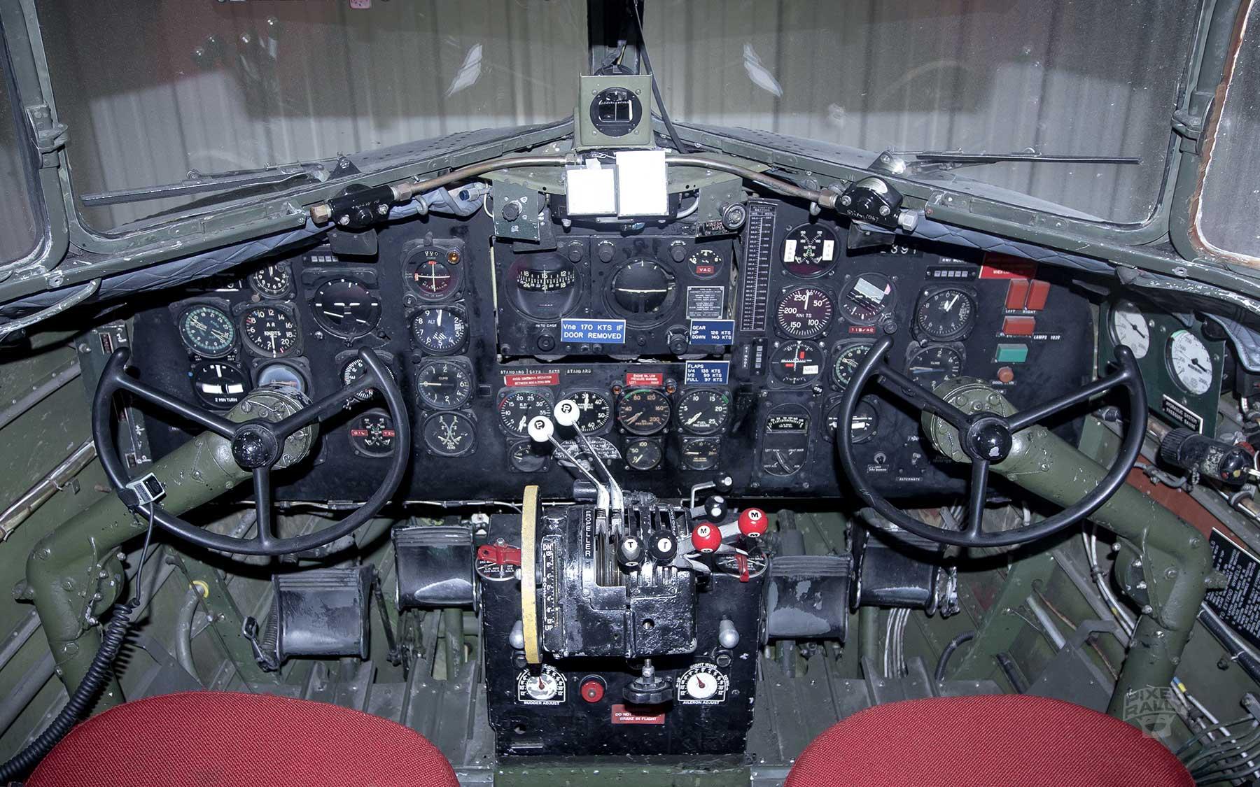 FL-WarbirdsMuseum-cockpit-controls